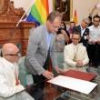 Fano, sindaco di centrodestra trascrive nozze gay su registro stato civile03