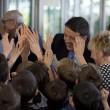 Renzi visita scuola e batte il 5 con gli studenti04