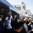 Roma, dipendenti del Comune. Protesta al Campidoglio contro tagli in busta paga02