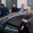 """Berlusconi, primo giorno alla Sacra Famiglia: """"Tutto bene ma non posso parlare"""" 6"""