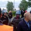 Piacenza, scontri a Ikea tra manifestanti e agenti04