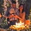 Thailandia, principessa in topless festeggia il compleanno del cane (video)