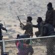 Spagna, 700 migranti assaltano frontiera Melilla 4