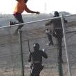 Spagna, 700 migranti assaltano frontiera Melilla 3