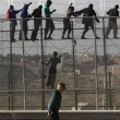 Spagna, 700 migranti assaltano frontiera Melilla 2