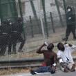 Spagna, 700 migranti assaltano frontiera Melilla