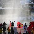 Turchia, polizia carica i manifestanti a piazza Taksim 13