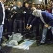 Beppe Grillo da Bruno Vespa con il plastico (foto) 2