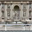 Fontana di Trevi, restauro innovativo un ponte attraverserà la vasca03
