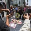 Michael Jackson moriva 5 anni fa: fan spargono 15 rose sulla tomba10