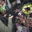 Michael Jackson moriva 5 anni fa: fan spargono 15 rose sulla tomba02