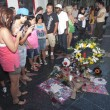 Michael Jackson moriva 5 anni fa: fan spargono 15 rose sulla tomba24