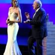 Joseph Blatter, occhiatina maliziosa ad Adriana Lima durante congresso Fifa03