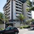 Cagliari, si getta da balcone con in braccio le due figlie: arrestata01