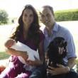 Principe George compie un anno: le nuove foto con mamma Kate e papà William04