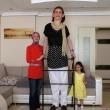 Rumeysa Gelg ha 17 anni: con i suoi 2 m e 13,5 cm è la più alta del mondo 19