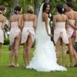 Sposa e damigelle mostrano il lato-b: nuova moda per il matrimonio 1