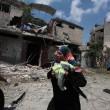 Gaza, 100 palestinesi uccisi in un giorno solo10