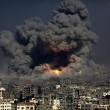 Gaza, ancora scontri e raid aerei: 26 morti, anche donne e bambini 16