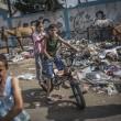 Gaza, ancora scontri e raid aerei: 26 morti, anche donne e bambini 04