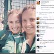 Il selfie delle 2 ragazze diventa un photobomb3