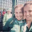 Il selfie delle 2 ragazze diventa un photobomb02