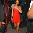 Rihanna, seno in vista in discoteca: il vestito è trasparente01
