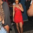 Rihanna, seno in vista in discoteca: il vestito è trasparente9