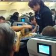 Usa aereo in ritardo di 2 ore, pilota compra pizze per passeggeri affamati4