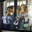 Aereo Malaysia abbattuto: familiari piangono le vittime7