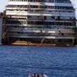 Costa Concordia verso Genova martedì 22. Prua a galla, curiosi via FOTO-VIDEO7