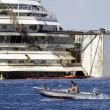 Costa Concordia verso Genova martedì 22. Prua a galla, curiosi via FOTO-VIDEO