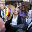 Francesca Pascale a Napoli per ritirare la tessera Arcigay06