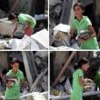 Gaza, bambina cerca i libri di scuola tra le macerie01