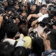 Aereo Malaysia abbattuto: familiari piangono le vittime10