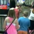 New York: esce dalla metro, abbandona la figlia sulla banchina e risale01