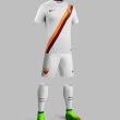 Roma, maglia da trasferta: bianca con banda giallorossa diagonale 1