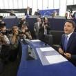 """Renzi debutta a Strasburgo. L'Olanda lo gela: """"Niente flessibilità"""". Polemica: evita i giornalisti per andare da Vespa"""