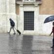 Maltempo Roma: violento nubifragio allaga sottovia01
