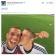 Angela Merkel, selfie con Podolski e tutta la squadra04