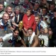 Angela Merkel, selfie con Podolski, Khedira e tutta la squadra93