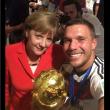 Angela Merkel, selfie con Podolski, Khedira e tutta la squadra92