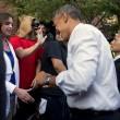 Denver, l'uomo mascherato da cavallo stringe la mano ad Obama02