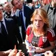 Barbara Berlusconi con la maglia del Milan saluta i tifosi08