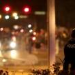 """Michael Brown, la mamma: """"Arrestate l'agente"""". Notte di scontri a Ferguston09"""