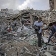Gaza, il crollo del palazzo di 12 piani abbattuto dai missili israeliani02