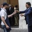 """Matteo Renzi col gelato in mano: """"Economist, il nostro è genuino"""""""