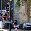 Roma, uccide compagna e attacca agenti con mannaia01