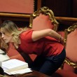 Maria Elena Boschi in Aula con la coda, poi parrucchiere e torna in ordine: foto