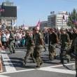 Ribelli filorussi umiliano prigionieri facendoli sfilare in piazza a Donetsk05